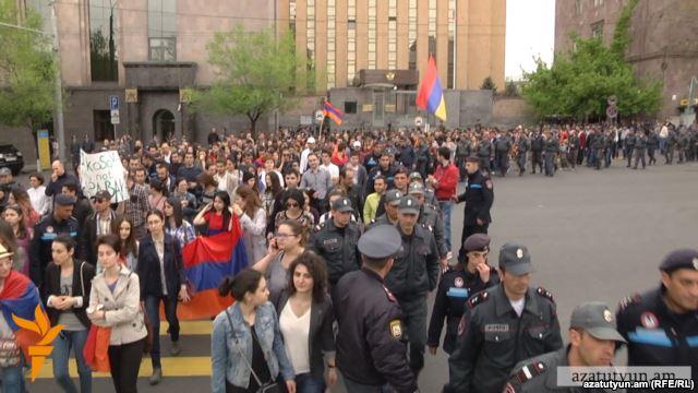 Армения собирает камни