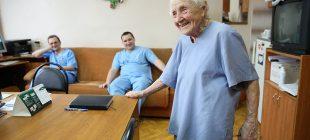 91 yaşındaki Rus cerrah hala Stalinist