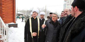 Rusya'nın en kuzeyindeki tarihi cami restorasyon çalışmalarının ardından ibadete açıldı