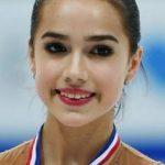 Olimpiyat şampiyonu Rus sporcu altın madalya için Moskova camisinde dua