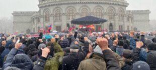 Վազգեն Մանուկյանը: «Պետք է պատրաստ լինել կայծակնային արագությամբ, ապստամբելով վերցնել իշխանություն»