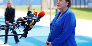 Merkel: Türkiye'de ekonomik istikrarsızlık kimsenin çıkarına değil