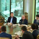 Sarkisyan askerlere çay verdi